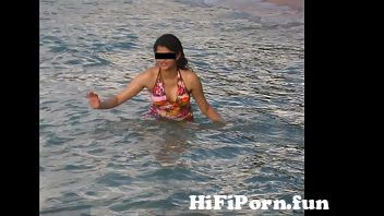Jump To desi ladki poora dikhate hue mp4 preview 2 Video Parts